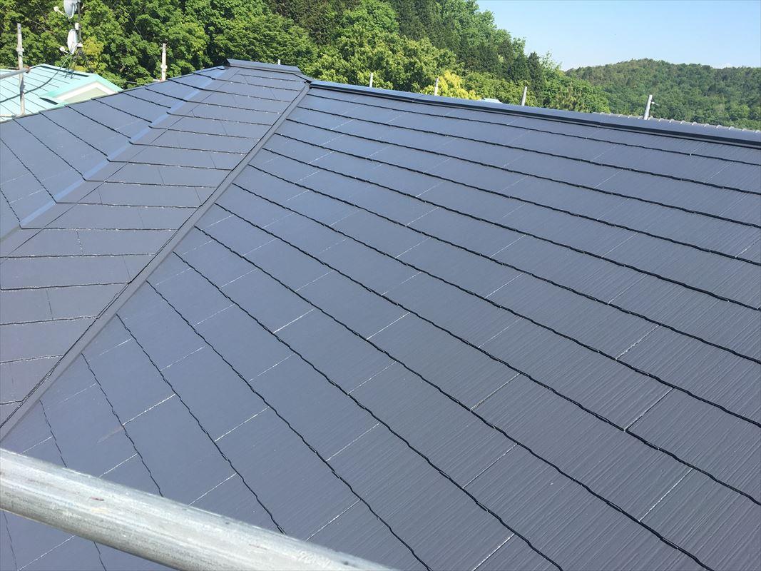 多治見市 屋根の塗り替え ローラーで丁寧に4回塗り