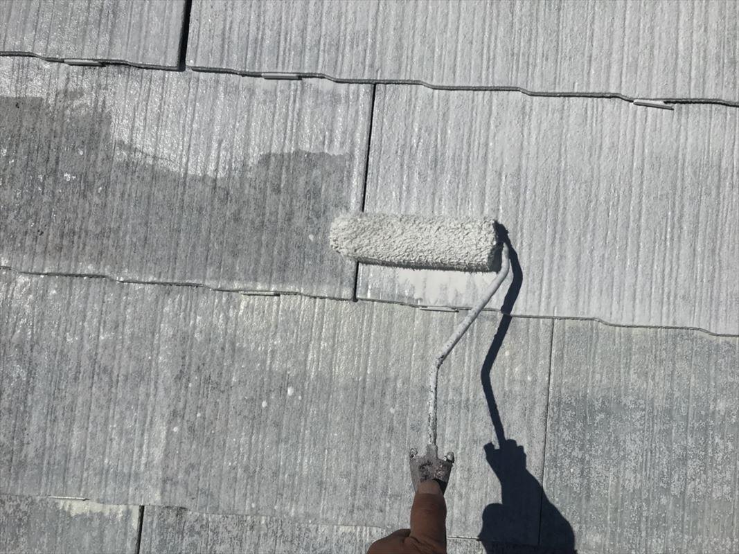 多治見市 屋根塗装 ローラー塗りで丁寧に塗ります。