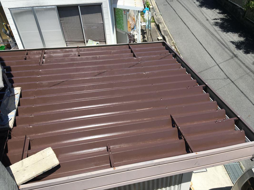 多治見市 鉄の屋根の塗装 Vセッパンの塗装