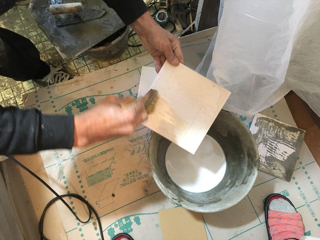春日井市で浴室タイルの張り替えです。左官仕事です!