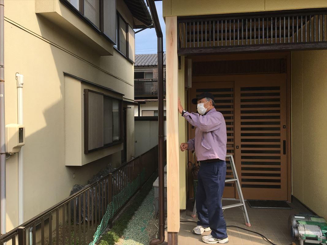 土岐市で玄関柱の補修です!ヒノキの加工品できれいにしました☆