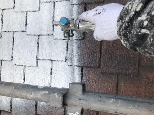 可児久々利奥村屋根下塗り
