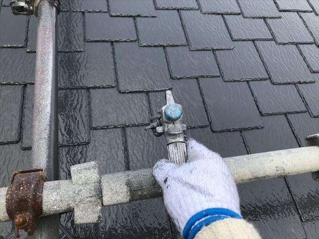 可児久々利奥村屋根上塗り
