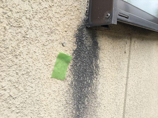 サッシ下の外壁の汚れ