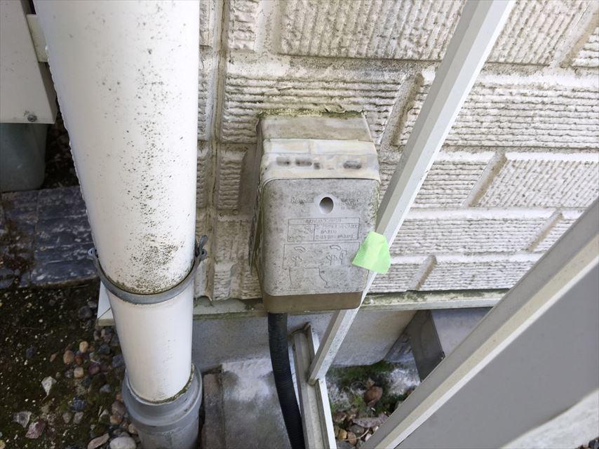 外壁のコンセントカバーの汚れ