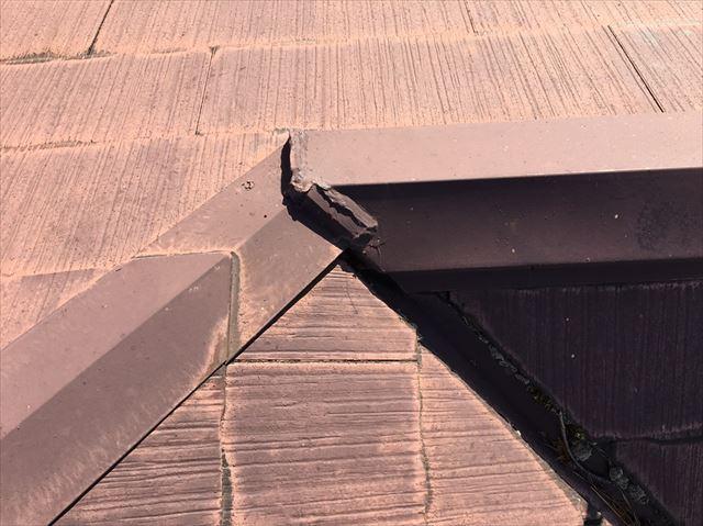 棟板金の継ぎ目の隙間