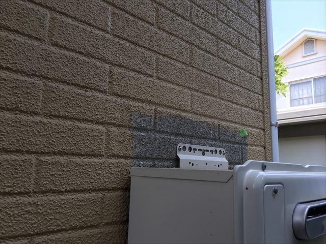 外壁面の塗膜色の違い