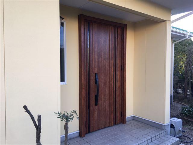 施工後の玄関ドア