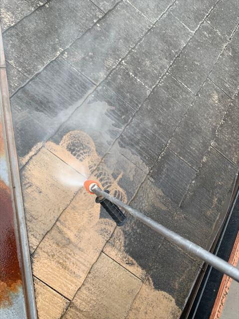 屋根のバイオ洗浄です