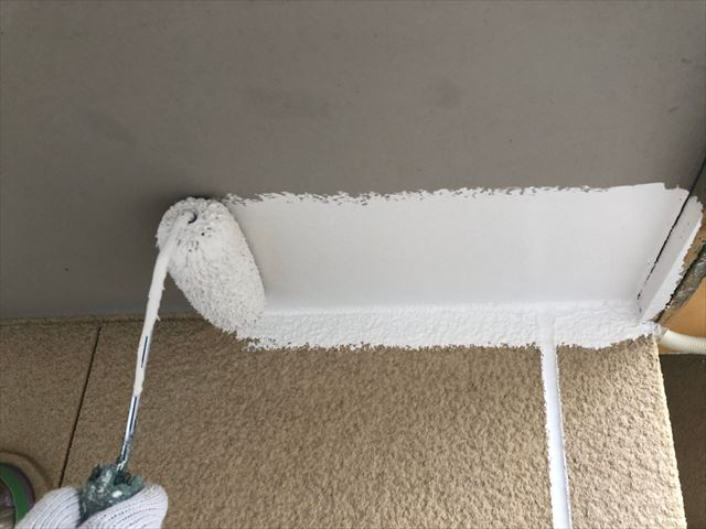 軒天の塗装を行いました