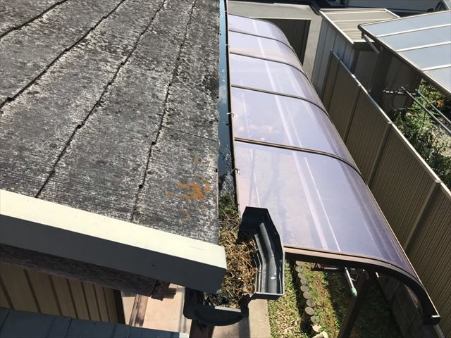 既存のスレート下屋根です