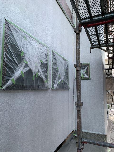 外壁の下塗り2回目塗装、完了です