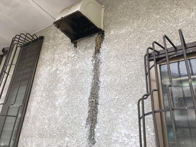 換気口からの外壁の汚れ