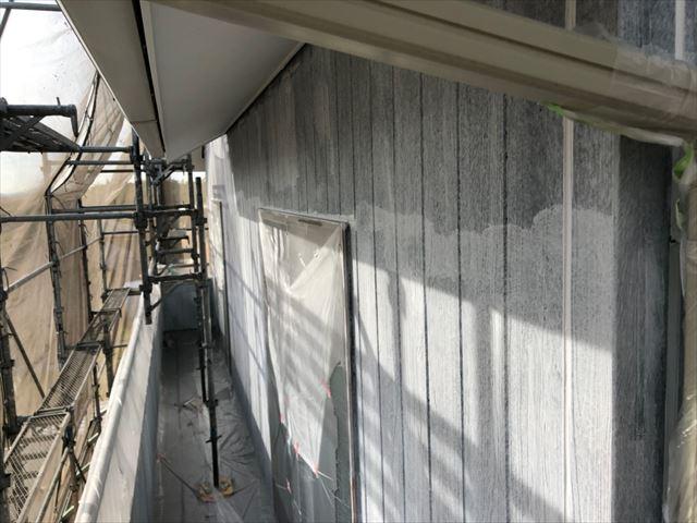 外壁の下塗り2回目塗装です