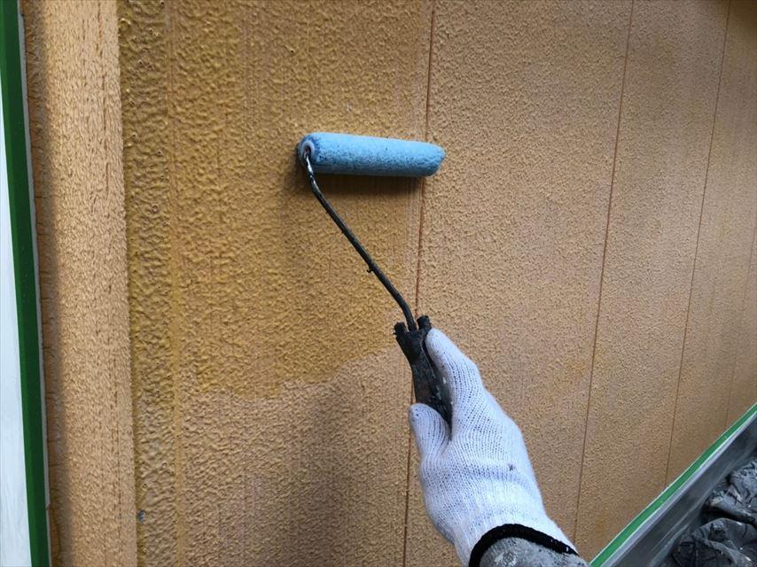 外壁の下塗り1回目