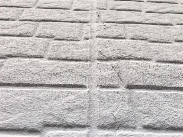 外壁の亀裂があります