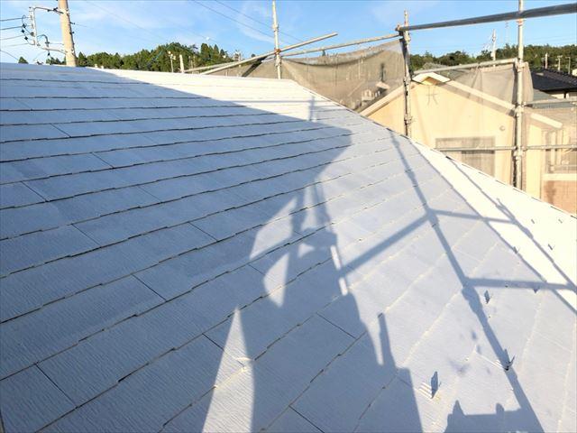 屋根の下塗り2回目塗装、完了です