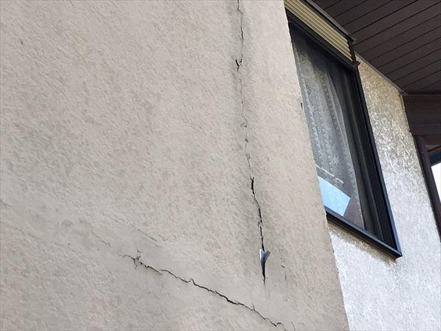 外壁の亀裂です